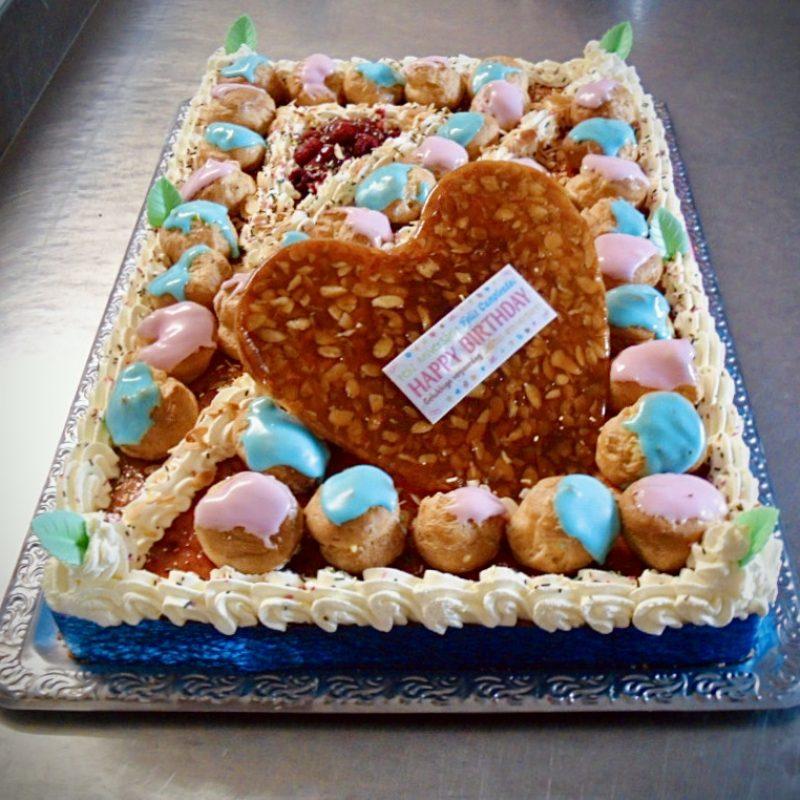 Gâteau d'anniversaire à la framboise.